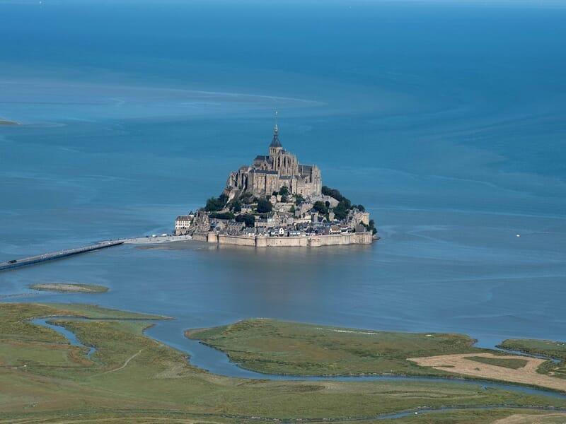 Baptême de l'Air en Hélicoptère au-dessus de la baie du Mont-Saint-Michel