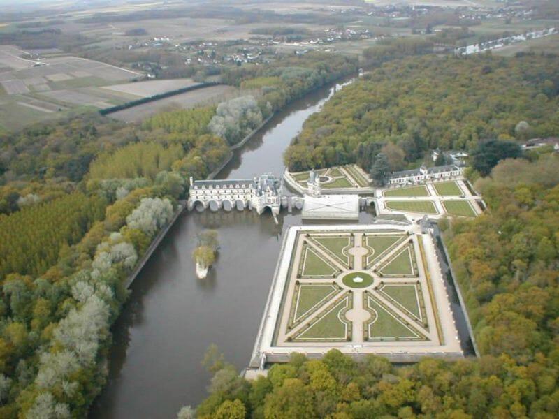 Baptême de l'Air en Hélicoptère au-dessus des châteaux de la Loire