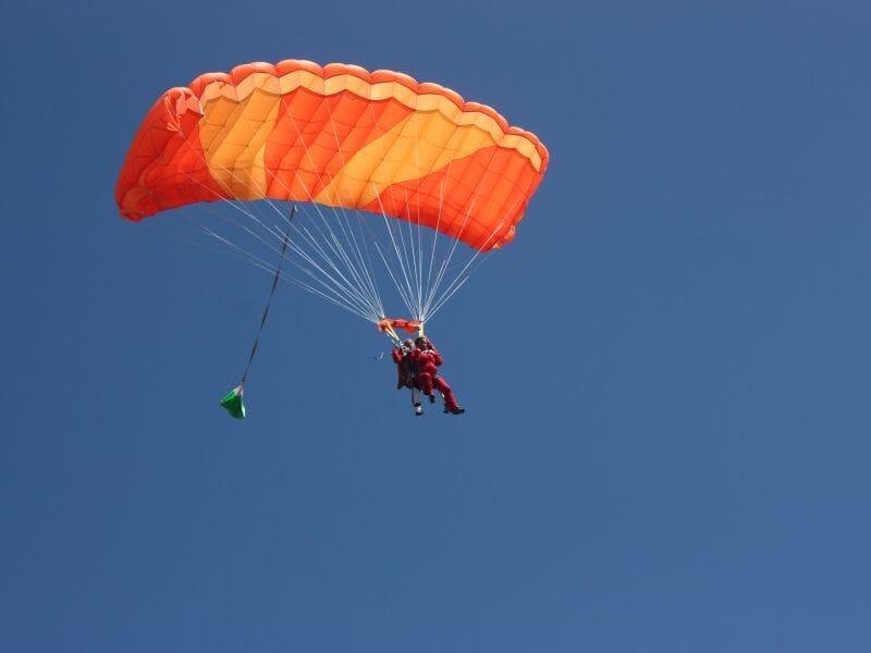 Saut en Parachute en Tandem à Amiens