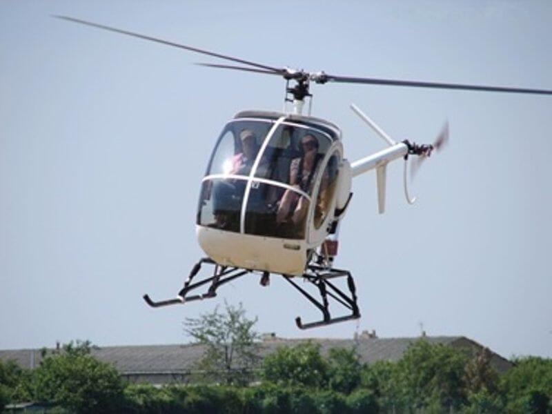 Initiation Pilotage Hélicoptère près de Melun - Aérodrome de la Ferté Alais