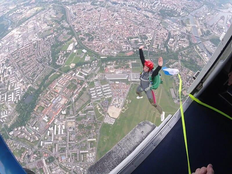Saut d'Initiation en Parachute en Ouverture Automatique à Dijon