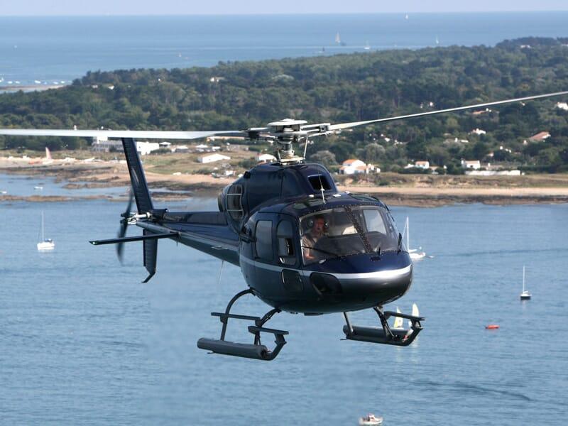 Baptême de l'Air en Hélicoptère Privé au-dessus de l'île d'Yeu